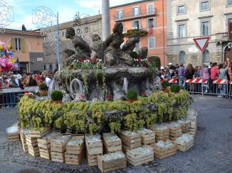 Piazza Matteotti durante la sagra dell'uva